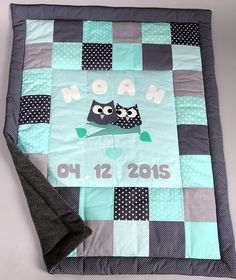 Patchwork Krabbeldecke eulen * grau- mint* – Babydecken – Schlafen & Kuscheln – … Patchwork baby blanket owls * gray – mint * – baby blankets – sleeping & cuddling – handmade with love in Cologne, Germany by MadebyRosi Quilt Baby, Baby Duvet, Diy Design, Kit Bebe, Patchwork Baby, Japanese Patchwork, Patchwork Quilting, Quilting Ideas, Selling Handmade Items