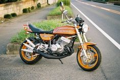 Triple.Klinik.GL Forum - Kawasaki 750 H2 - H2 Umbau - Seite 1 Vintage Motorcycles, Cars And Motorcycles, Nissan Sports Cars, Paint Themes, Kawasaki Motorcycles, Vr46, Urban Aesthetic, Custom Bikes, Cool Bikes
