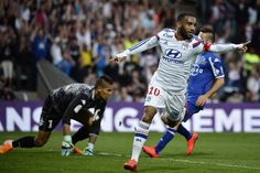 Lyon revine pe primul loc in Ligue 1 dupa victoria cu Bastia. Target Setting, Raheem Sterling, Lyon, Victoria, Running, Sports, Sport