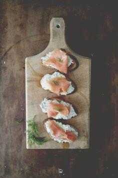 Salmon Herb Ricotta Crostini | The Kitchy Kitchen