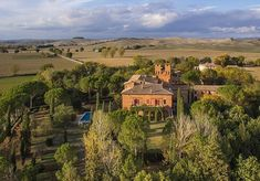 We are ready for a new season!  #sanfabiano #medieval #castle #landscape #englishgarden #romantic #elegant #wedding #venue #weddingsinitaly #charming #bedandbreakfast #airbnb #destinationweddings #siena #tuscany #tuscanychic #tuscanygram #italy