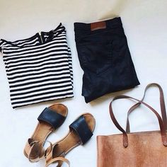 Sommer-Look: Streifen-Shirt, skinny Jeans, Sandalen, Leder Shopper - in schwarz, braun und weiß