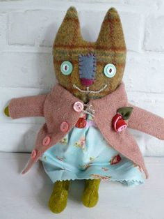 Fall Cat ~ Nadia a primitive cloth cat doll by pussman on Etsy Cat Crafts, Sewing Crafts, Sewing Projects, Sewing Ideas, Fabric Dolls, Fabric Art, Softies, Textiles, Image Chat