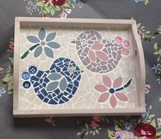 Lily Mosaics Cute Lovebirds Mosaic Tray Projects To Try Avec Tablett Mit Mosaik Gestalten Et 8 Tablett Mit Mosaik Gestalten Sur La Cat Gorie Dekorationsideen Und Raumfarben Mosaic Flower Pots, Mosaic Pots, Mosaic Glass, Mosaic Animals, Mosaic Birds, Mosaic Tray, Mirror Mosaic, Mosaic Crafts, Mosaic Projects