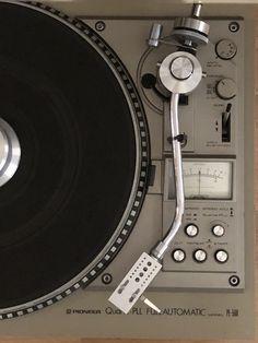 Big Speakers, Vinyl Store, Vinyl Record Collection, Dj Gear, Retro Waves, Band Photos, Music Images, Hifi Audio, Audiophile