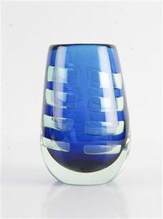 Bengt Edenfalk. Vas, unikat 'Blue Window'. Ariel. Signerad 'B. Edenfalk Unikat Blue Window. H: 19 cm.