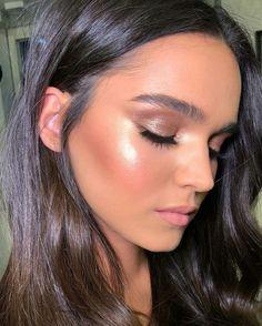 38 Casual Natural Glow Makeup Ideas That Every Girl Will Want To Try - Cabello cenizo oscuro - Alles über Make-up Natural Glow Makeup, Glowy Makeup, Kiss Makeup, Prom Makeup, Bridal Makeup, Wedding Makeup, Hair Makeup, Cake Face Makeup, Glowy Skin