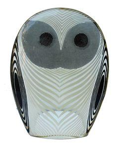 abraham palatnik 263 - coruja preta e branca resina - 12 x 9