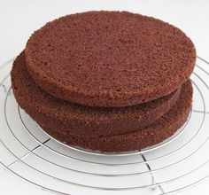Der saftigste und leckerste Schokoladenkuchen den ich kenne! (Und ich habe schon vieeeele getestet..) Wenn ich eine hohe Motivtorte machen ...