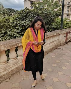 How to wear flannel simple 43 Ideas Indian Attire, Indian Ethnic Wear, Indian Outfits, Indian Kurta, Ethnic Dress, Indian Dresses, Traditional Fashion, Traditional Outfits, Casual Indian Fashion