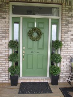 Pretty green front door... I like the size of the greeting - but I want 'hello' in white on teal :)