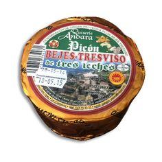 Queso Picón Bejes Tresviso con denominación de origen protegida D.O.P. Elaborado artesanalmente en las cuevas de los Picos de Europa y con una producción muy limitada. Fuerte, picante y ligeramente salado.