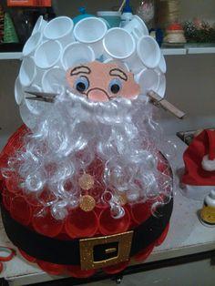 Como hacer un papa noel con vasos de plastico for Hacer papa noel grande