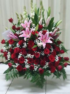 Bunga meja, handbouquet, bunga papan, bunga ucapan dll Christmas Wreaths, Floral Wreath, Holiday Decor, Plants, Home Decor, Christmas Garlands, Homemade Home Decor, Holiday Burlap Wreath, Flora