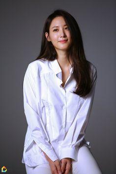 수현 프로필 촬영 현장 Claudia Kim, Korean Actresses, Model Photos, Photo Poses, Asian Beauty, Asian Girl, Women Wear, Beautiful Women, Hollywood