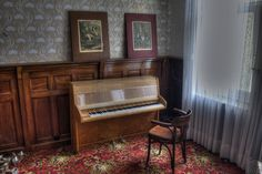 Overlook Hotel Piano by MGness_, via Flickr