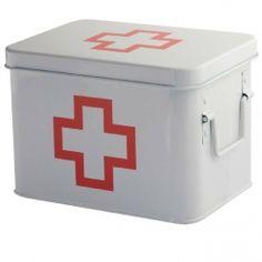 Slingeren de pleisters, pillen en aspirientjes in de keukenla? Vind je overal medische hulpmiddelen in huis terug, behalve als je ze nodig hebt? De Eerste Hulp Box biedt uitkomst. Bewaar netjes alle EHBO en medische artikelen bij elkaar in deze handige box. Met zijn rode kruis is hij duidelijk herkenbaar, zelfs in paniekerige situaties, waarin je snel en zonder al te veel nadenken je spullen nodig hebt. De eerste hulp box is verkrijgbaar in medium (21,5 x 15,5 x 14 cm) en in groot (20 x…