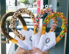 The Loop opened a few months ago in Orange County, offering a unique and fun twist on churros. Churros are shaped into easy-to-hold, giant loops and then topped Köstliche Desserts, Delicious Desserts, Yummy Food, Cute Food, I Love Food, Food Truck, The Loop Churros, Food Places, Aesthetic Food
