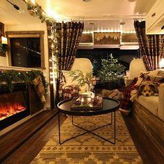 Are you looking for some RV Christmas decorations inspiration? We've rounded up 15 ideas that'll transform your home on wheels for the holidays. Rv Interior, Interior Styling, Rv Homes, Rv Makeover, Remodeled Campers, House On Wheels, Rv Living, Home Furniture, Zen