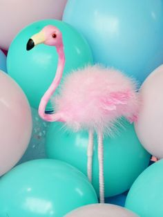 Flamingo Party, Flamingo Cake, Flamingo Gifts, Flamingo Decor, Flamingo Birthday, Pink Flamingos, Concrete Crafts, Tropical Party, Paper Decorations