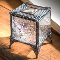 (http://www.unchartedvisions.com/j-devlin-box-795-bevel-clear-flute-vintage-with-filigree-square-glass-jewelry-box/)