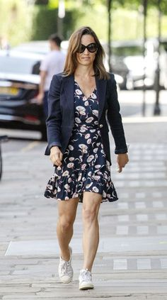 Pippa Middleton Officially Confirms Pregnancy with Husband James Matthews!: Photo Pippa Middleton makes her way back to her car as she runs errands on Thursday afternoon (June in London, England. The columnist and younger sister… Pippa Middleton News, Pippa Middleton Wedding Dress, Middleton Family, Pippa And James, Kate And Pippa, Cute Maternity Outfits, Maternity Fashion, Maternity Style, Pregnancy Outfits