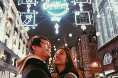 The love team of Liza Soberano and Enrique Gil chose to spend the holidays away from home and on the cold, busy streets of London. Liza Soberano Wallpaper, Couple Posing, Couple Photos, Enrique Gil, Filipina Actress, London Street, Celebs, Celebrities, John Lennon
