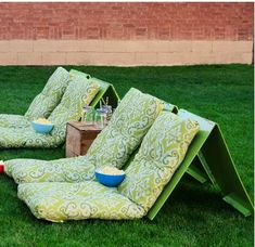 Outdoor movie showings are so much fun in the summer, but standard lawn chairs aren't the most comfortable theater seats. View your film in comfort with these Outdoor Movie DIY Chairs. Outdoor Cinema, Outdoor Theater, Theater Seating, Backyard Movie Nights, Outdoor Movie Nights, Backyard Projects, Outdoor Projects, Backyard Ideas, Diy Projects