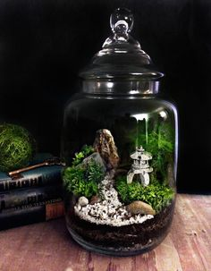 This garden terrarium centerpiece by DoodleBirdie via etsy draws inspiration from Japanese Zen gardens. #centerpiece #terrariums