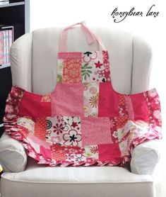 The patchwork isn't my style, but the pattern and instructions are great. Full Apron Tutorial: Fully Lined! - HoneyBear Lane