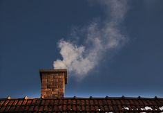 How to Clean a Chimney - Bob Vila Deep Cleaning, Cleaning Hacks, Cleaning Recipes, Clean Refrigerator, Broom And Dustpan, Clean Bathtub, Chimney Sweep, Home Fix, Bob Vila