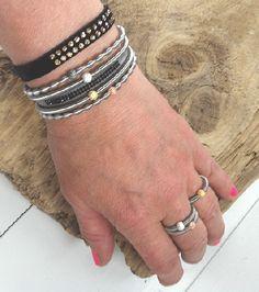 Kjempekule stackringer! Rustfritt stål med 925 sølvkule, dekket med swarovskielementer. Ringene er elastiske og kommer i fargene koks, hvit, rosegull, gull og bronze.