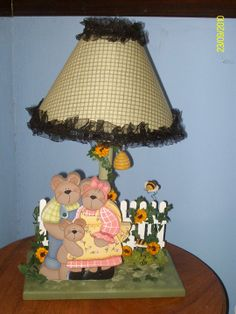 Family bear lamp for kids room decor Kids Lamps, Arte Country, Angela, Kids Room, Table Lamp, Room Decor, Toddler Table, Mesas, Objects