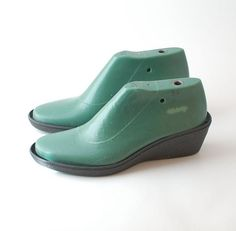 Shoe Lasts for felted boot and shoe projects. Durable high quality plastic shoe lasts with removable instep, for medium heel height with a medium round toe. I recommend these lasts for felted footwear, because they gives nice shape to your projects. These lasts can stand everything - boiling water, soap, rubbing, bang with wooden hammer and all the necessary torture during felting process. You can find pdf and video tutorial of felted wool clogs in my shop. I make my clogs using similar shoe…
