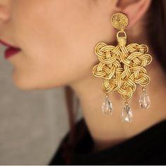 Silk and paper interweaving creating stunning Foglia earrings... #annaealex a long story to tell...on Italian craftsmanship