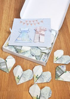 Giving money at weddings: original ideas to avoid the dreaded about - Arthur Marlow Wedding Cards, Wedding Gifts, Wedding Present Ideas, Creative Money Gifts, Diy Wedding Video, Money Origami, Wedding Table Flowers, Anniversary Gifts, Diy Gifts