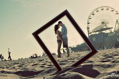 идея для фотосесии: фото влюбленных в рамке от фото