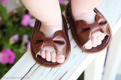 Baby Girl Sandals (made with faux leather) I'm so going to make these for my grand kids ! Love them