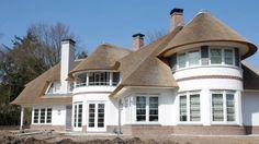 Een buitenmuur stucen is niet alleen uitstraling. Bekijk de soorten stucwerken die een stukadoor kan aanbrengen om de buitenmuur te beschermen...