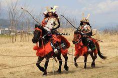 Japan Samurai cavalry better than Polish hussar ? Samurai Weapons, Samurai Art, Samurai Warrior, Island Horse, Mounted Archery, Medieval, Horses, Drawings, Animals