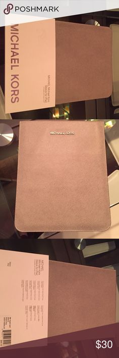 Michael Kors sleeve for iPad Pearl grey cover compatible with Smart Cover for an Apple iPad. iPad fits into sleeve MICHAEL Michael Kors Accessories Laptop Cases