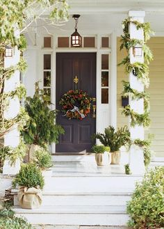 Natural Holiday decor.....I even love the burlap wrapped pots!