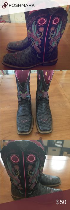 Ariat Fatbaby Cowboy Boots Size 10 These have been used, but they're still in good condition! Size 10 Ariat Fatbaby boots. Asking 50 obo Ariat Shoes
