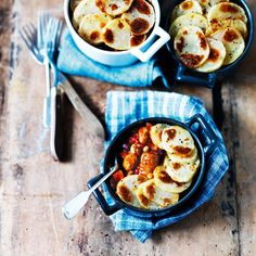 Sausage casserole recipe – Slimming World Cowboy hotpot Sausage Casserole, Casserole Recipes, Syn Free Sausages, Chicken Tikka Kebab, One Pot Dinners, Reduce Appetite, Good Food, Yummy Food, Eating Eggs