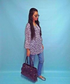 #Purple5; Today I wanted to wear sth comfy and keep the purple theme. So I chose to wear this long loose Chiffon Blouse, mix it with Light Jeans, Silver Shoes - Sunglasses and Accessories and my fav purple prada bag  What do you think of this look?  #ElZayanLookBook #purpleweek #stylist #fashion #fashionblogger #outfitpost #fashiondaily #fashionista #fashiongram #fashionstylist #fashiondiaries #style #styleblogger #styleinspiration #stylegram #styleguide #picoftheday #photooftheday…
