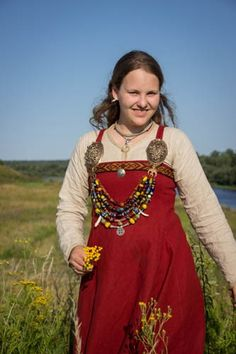 """Ladoga-fest"" (Russland) 2013 (Vikingsnitt). Like the embroidery on her apron."