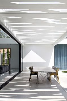 Modern Living Spaces // oversized table and chairs in this outdoor space at the House of Parties // Pitsou Kedem Architect