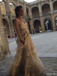#desfile #monasteriosanjeronimo #sevilla #SIQHandcraft&Fashion #Auroragavino #novia #moda # #AgenciaDobleErre #RaquelRevuelta #tocadosflorares #capatul