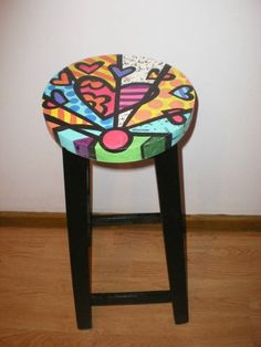 Banqueta Trendy Furniture, Colorful Furniture, Cool Furniture, Hand Painted Furniture, Paint Furniture, Furniture Makeover, Pintura Hippie, Painted Stools, Home Decoracion