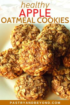 Healthy Apple Oatmeal Cookies-These healthy apple oatmeal cookies are soft and moist. They are perfect snacks for those times when you want to eat something sweet that is filling with no sugar. These vegan and gluten free cookies are so easy to make! Oatmeal Cookies No Sugar, Sugar Free Oatmeal, Oatmeal Dessert, Oatmeal Breakfast Cookies, Healthy Oatmeal Cookies, Apple Oatmeal, Oatmeal Cake, Sugar Cookies, Healthy Apple Desserts
